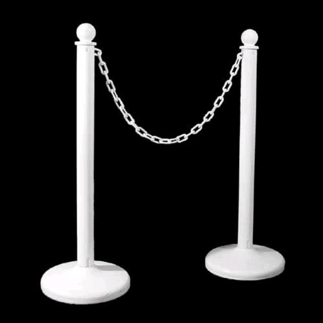Where to find STANCHION, WHITE W CHAIN PAIR in Ventura